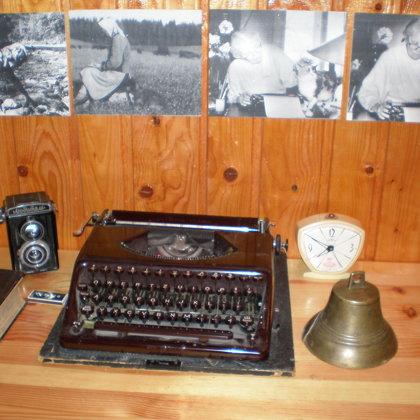 M.Vanagas rakstāmmašīna, fotoaparāts..