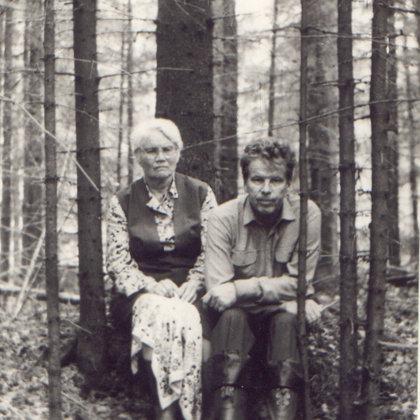 M.Vanaga ar dēlu Alni pie Amatas 20.gs.70.gados